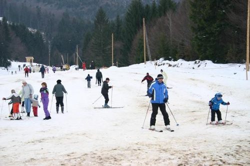 Sărbătorile Zăpezii pe pârtia de schi de la Drăguş