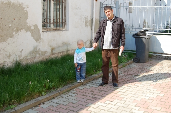 Adrian Dumitru (3 ani) cu tatal sau