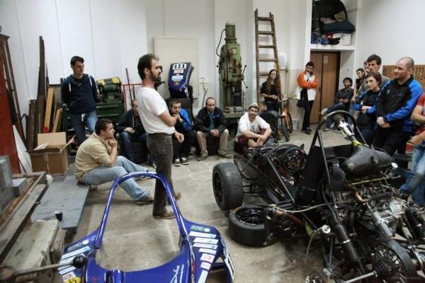 Formula1 (3)-profesorul Comsit la discutii cu echipa BlueStreamline