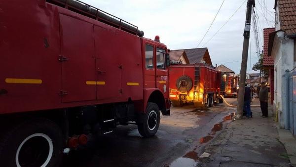 [Imagine: incendiu-Cimpului-Vechi_04.jpg]
