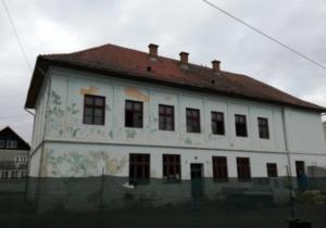 """După mai multe blocaje, contractul  pentru sala de sport de la Școala """"Ovid Densușianu"""" a fost semnat"""