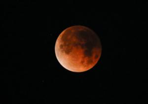 Eclipsă totală de Lună, vizibilă din România