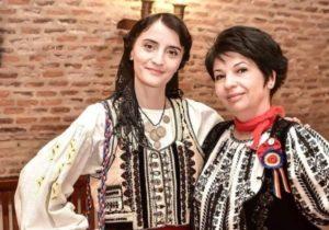 Ana Borca și Anca Bâtiu duc Iia Călătoare la radio