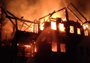 VIDEO | Incendiu la pensiunea Montana din Sâmbăta de Sus