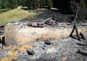 Poliția anchetează incendiul de la Cabana Urlea din Munții Făgăraș